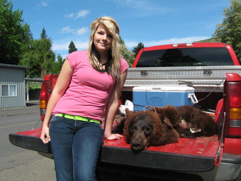 Paige Cook - 350 lb. Black Bear - Tom Cats Idaho Whitetail Idaho Turkeys and Upland Birds